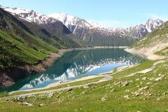 Künstlicher großartiger-Maison See, die französische Rhône-Alpes stockfotos