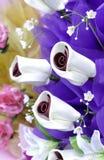 Künstlicher rosafarbener Blumenblumenstrauß Lizenzfreies Stockfoto