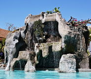 Künstlicher Wasserfall stockbild