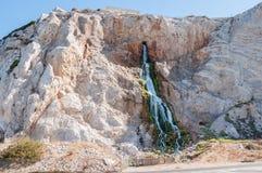 Künstlicher Wasserfall in Gibraltar Stockfotos