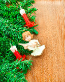Künstlicher Weihnachtsbaum, elektrische Kerzen und Engel Stockfotografie