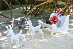 Künstlicher Weihnachtsmann bei Malediven Stockbild