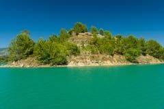 Künstliches Reservoir in den Vorbergen des Stiers Die Türkei Lizenzfreies Stockfoto