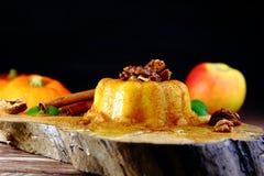 Kürbis-Apple-Pudding stockfoto