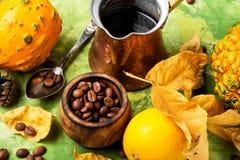 Kürbis-Gewürz-Kaffee Stockfotografie