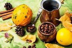 Kürbis-Gewürz-Kaffee Stockbilder