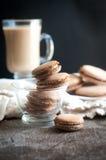 Kürbis-Gewürz Latte Macarons Stockbilder