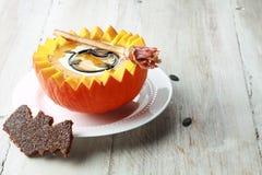 Kürbis-Suppe mit Schläger-Toast-Crouton Lizenzfreies Stockfoto