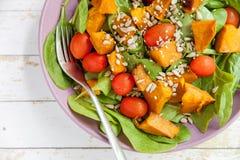 Kürbis-u. Spinats-Salat Lizenzfreie Stockfotografie