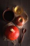 Kürbis und Apfel noch lizenzfreies stockfoto