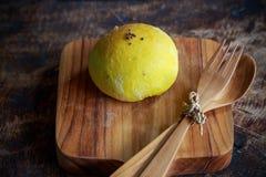 Kürbisbrötchen des selbst gemachten Brotes mit indischem Sesam Lizenzfreies Stockfoto