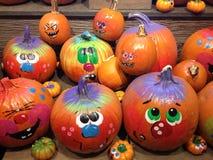 Kürbise verziert für Halloween Stockfotos