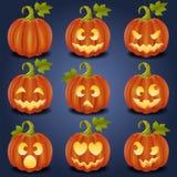 Kürbisgesichter für Halloween-Nacht Stockfotos