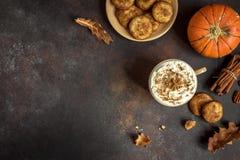 Kürbisgewürz Latte lizenzfreie stockbilder