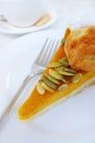 Kürbiskuchenscheibe für Teezeit Lizenzfreie Stockbilder