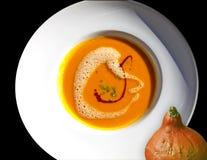 Kürbissuppe mit Balsamico-Essig und Schnittlauchen Stockfotografie