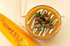 Kürbissuppe mit Pilzen Lizenzfreies Stockfoto
