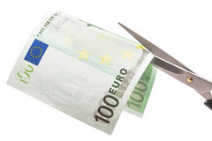 Kürzung der hundert Eurobanknote lizenzfreie stockfotografie