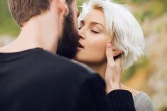 Küssen der Paare Stockbild