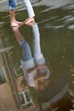 Küssen im Regen Lizenzfreies Stockfoto