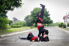 Küssen von Hip Hop-Tänzer lizenzfreies stockbild
