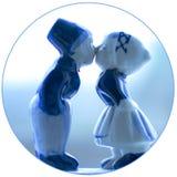 Küssen von Paaren stockbilder