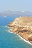 Küste Akrotiri-Ägäischen Meers auf Santorini Stockfotos