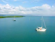 Küste bei Port Douglas, Queensland lizenzfreie stockfotografie