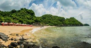Küste Cat Co 2 von Cat Ba Island lizenzfreie stockfotografie