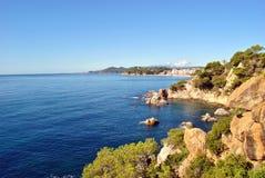 Küste der Stadt in Spanien lizenzfreies stockbild