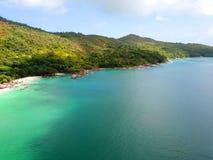 Küste der wunderbaren Insel Praslin lizenzfreie stockfotos