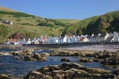 Küste eines schottischen Dorfs Lizenzfreies Stockbild