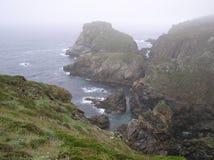 Küste im Nebel Stockfotos