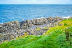 Küste Isle of Mans vom Schalen-Hügel in der Schale, Isle of Man Stockbild