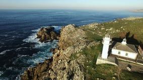 Küste Kap Tourinan Spanien und Leuchtturm, Luftgesamtlänge stock video footage
