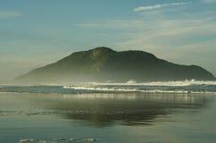 Küste in Meer Lizenzfreie Stockbilder
