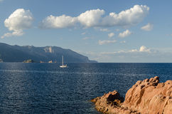 Küste mit rotem Felsen, Arbatax Lizenzfreie Stockfotos