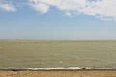 Küste Schwarzen Meers, Pebble Beach, schöne Wellen stockbilder