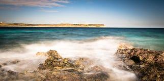 Küste und Klippen von Malta Stockfotos