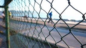 Küste und Leute hinter dem Zaun stock footage