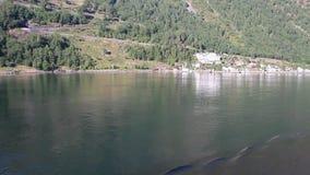 Küste von Fjord und von Kampieren Geiranger, Stranda, Norwegen stock video