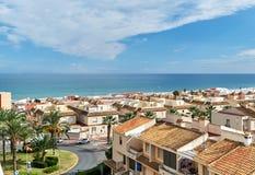 Küste von Guardamar-del Segura-Stadt stockfotos