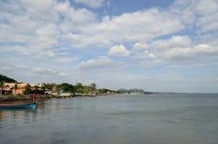 Küste von Kep vom Pier Lizenzfreies Stockfoto
