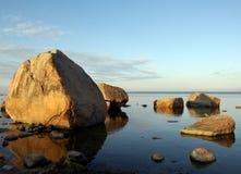 Küste von Ostsee in Estland. Stockfotos