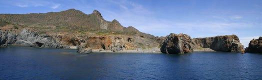 Küste von Panarea - Panorama Stockfoto