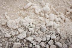 Küste von Salt Lake Baskunchak, Russland Hintergrund von Steinen mit stockbild
