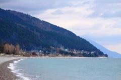 Küste von Schwarzem Meer in Abchasien Lizenzfreie Stockfotos