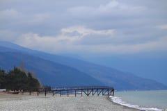 Küste von Schwarzem Meer in Abchasien Lizenzfreies Stockfoto