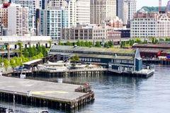 Küste von Seattle und von Aquarium stockfotos