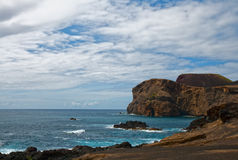Küste von vulkanischer Insel Faial Lizenzfreies Stockfoto